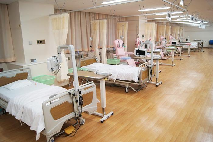 外来化学療法室のベッドとリクライニングチェア