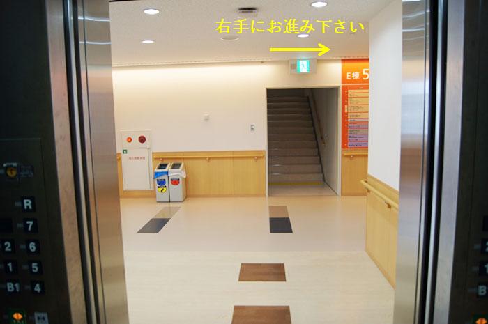 エレベーターを降りて右手へ